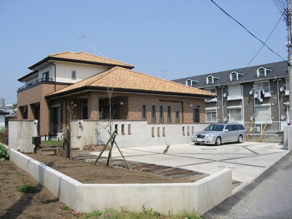 組み立てる家ではなく、手づくりの家