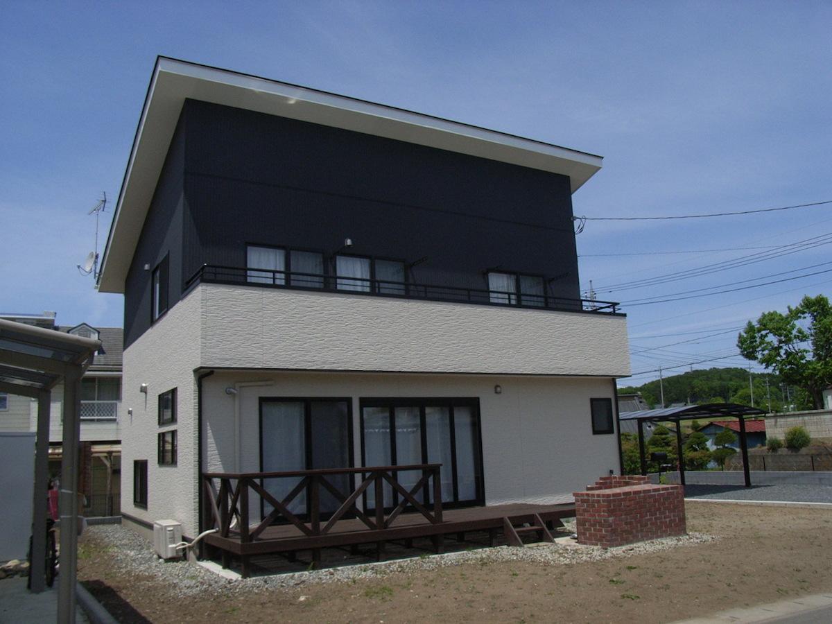 白と黒のシンプルモダンな家