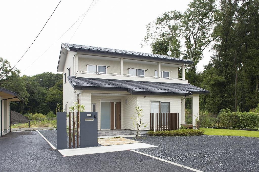 無垢材と造作で叶えた木の家